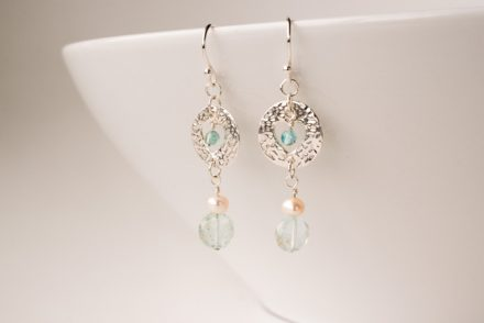 website_aquamarine_silver_pearl_apatite_earring-0116